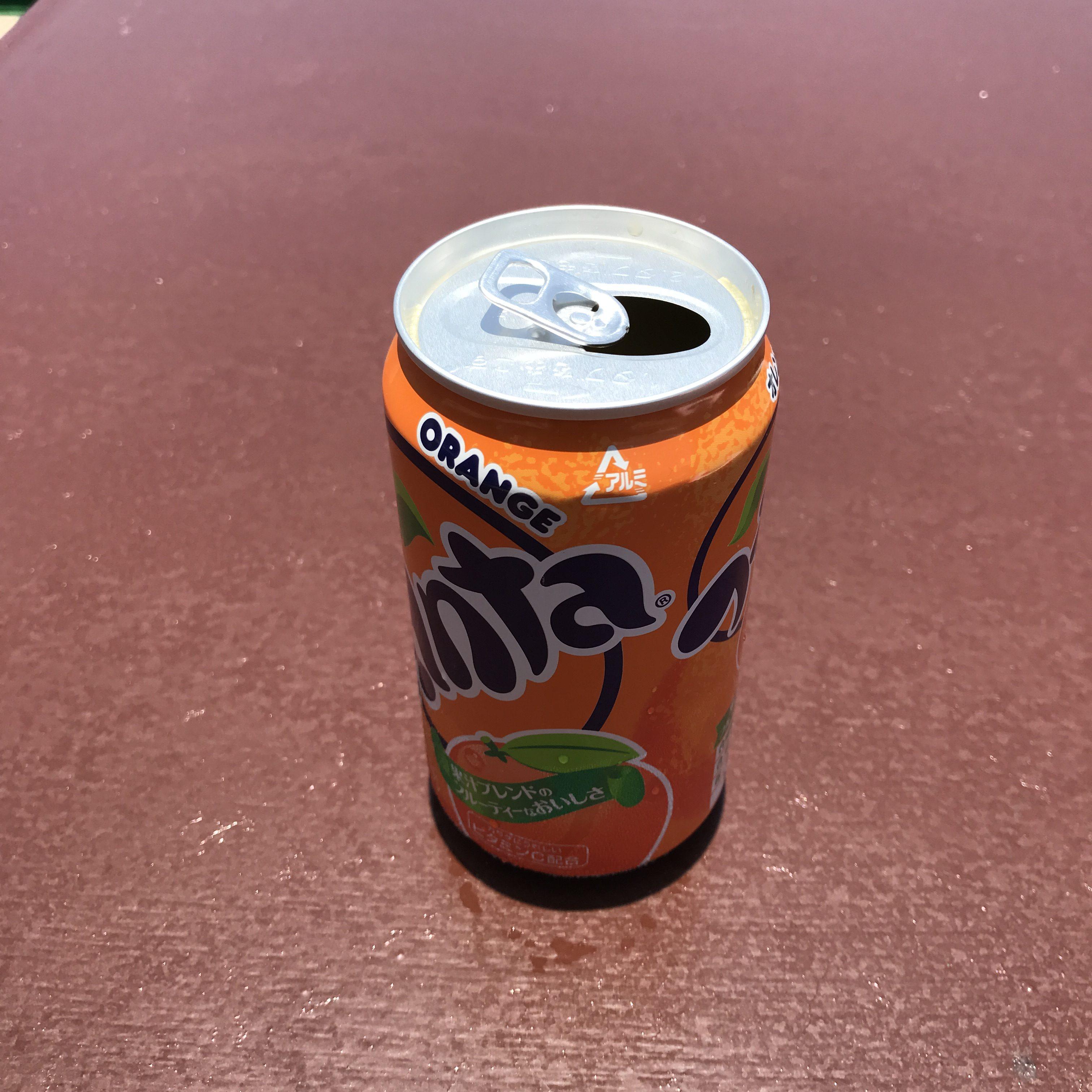 影の無い、ぬるくなったファンタオレンジ