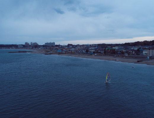 ウィンドサーフィンをドローンで空撮