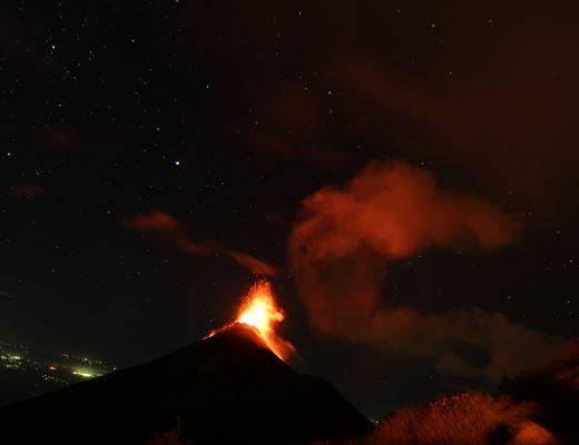 アカテナンゴから見るフエゴの噴火