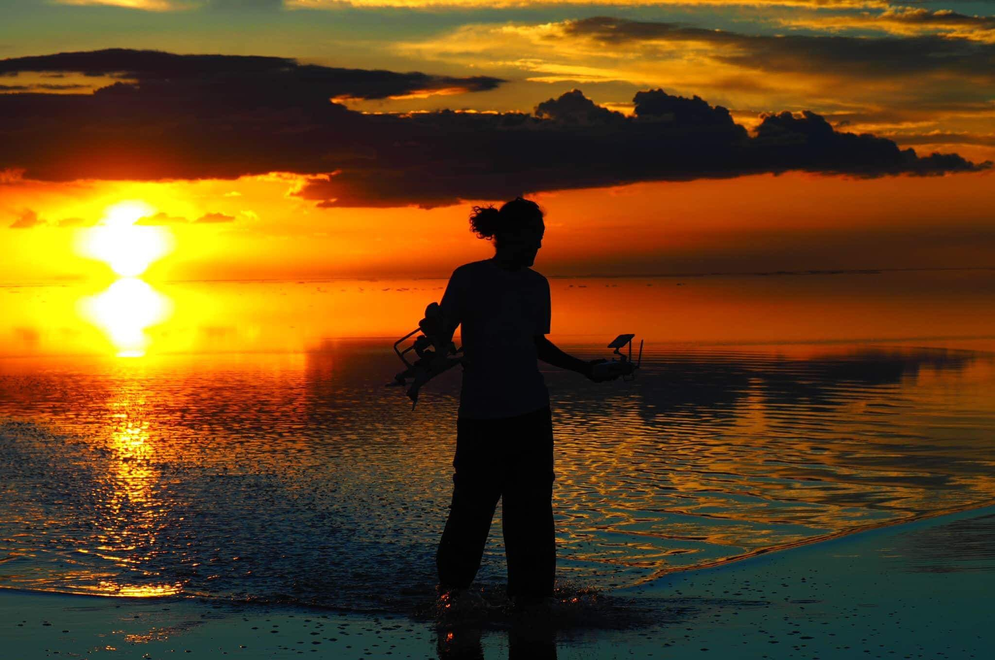 ウユニ塩湖 でドローン墜落