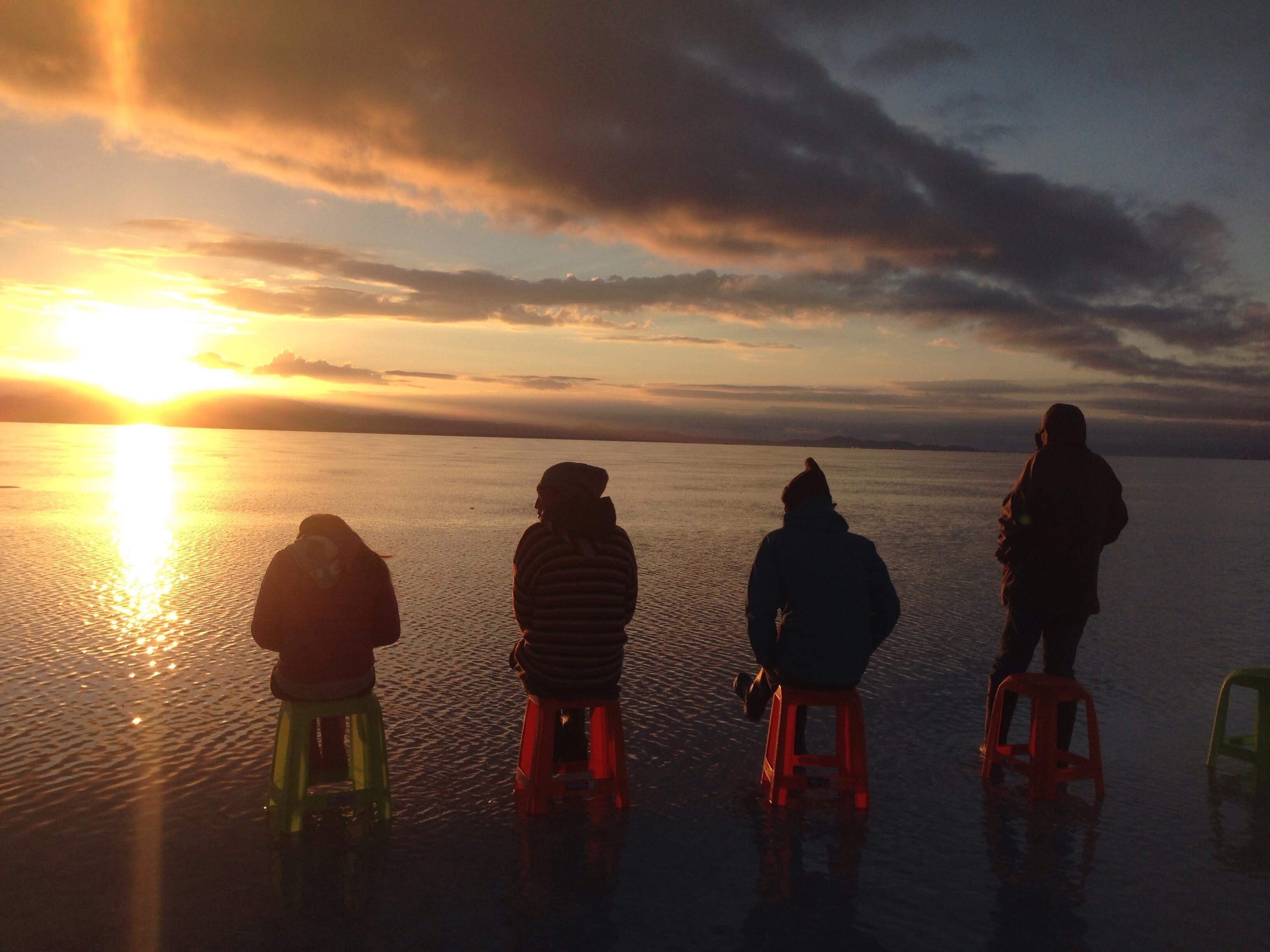 ウユニ塩湖 でサンセットを待つチパコプター