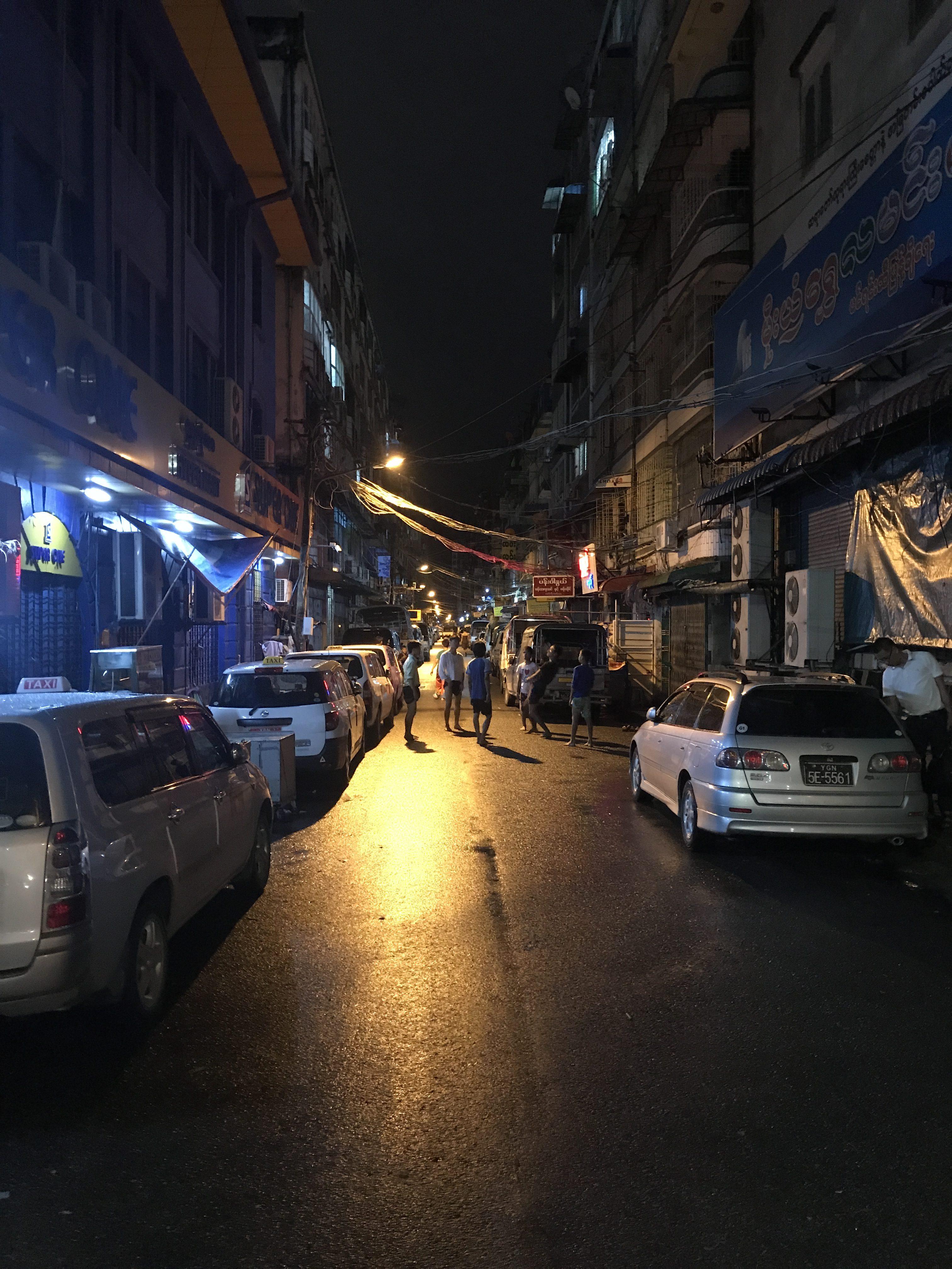 ヤンゴン の路地