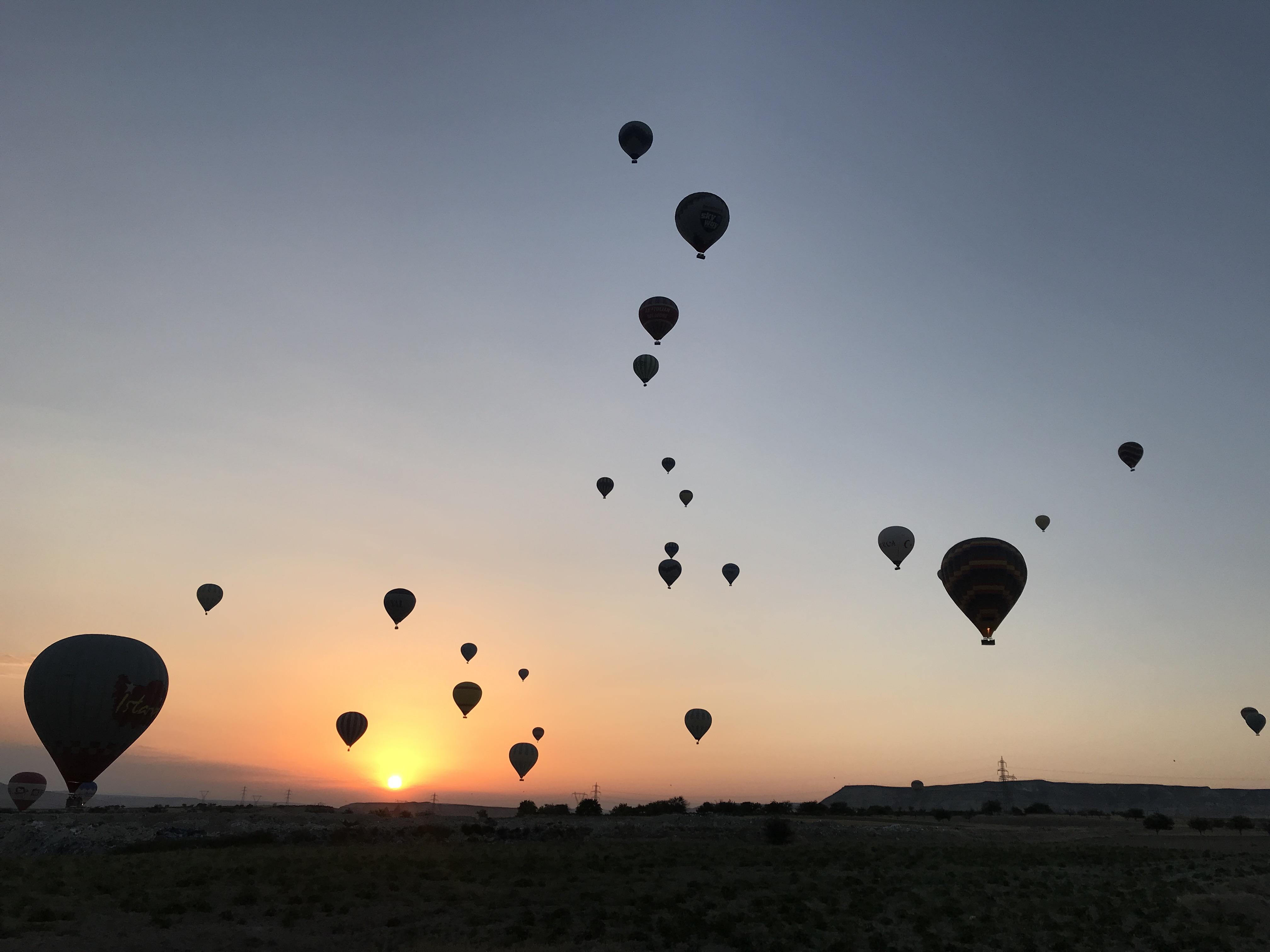 カッパドキアで気球をドローンで撮るチパコプター