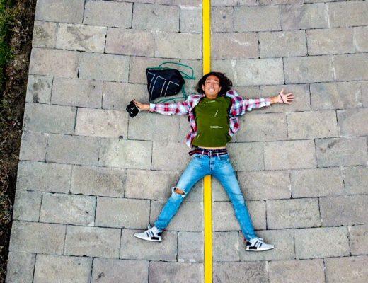 エクアドルの赤道でドローン撮影