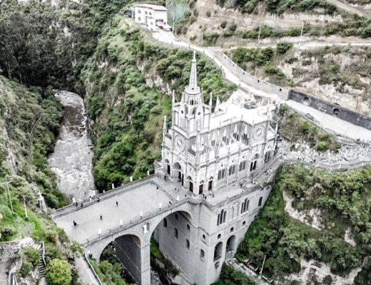 イピアレスのラスラハス教会をドローンで空撮